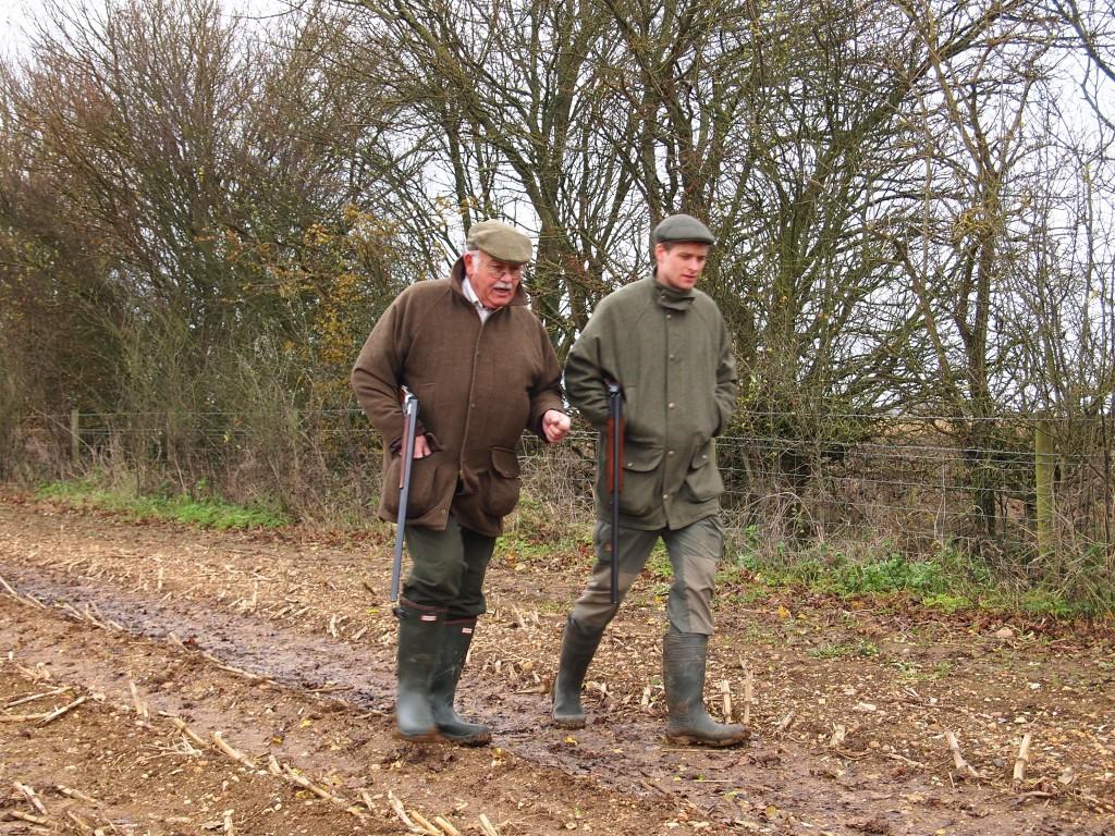 En dansk og engelsk jæger på vej til næste såt.