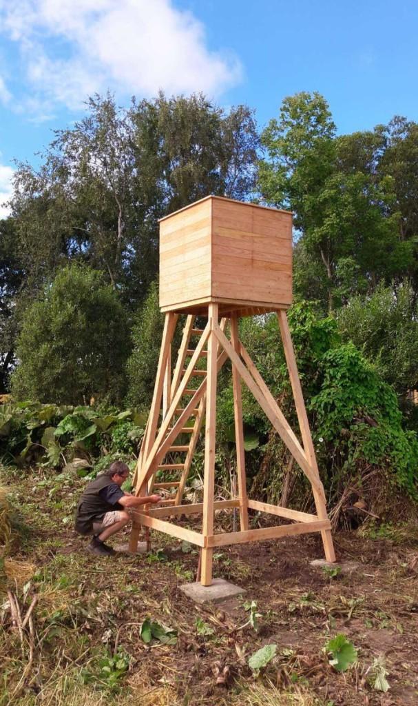 Skydetårn af træ klar til brug